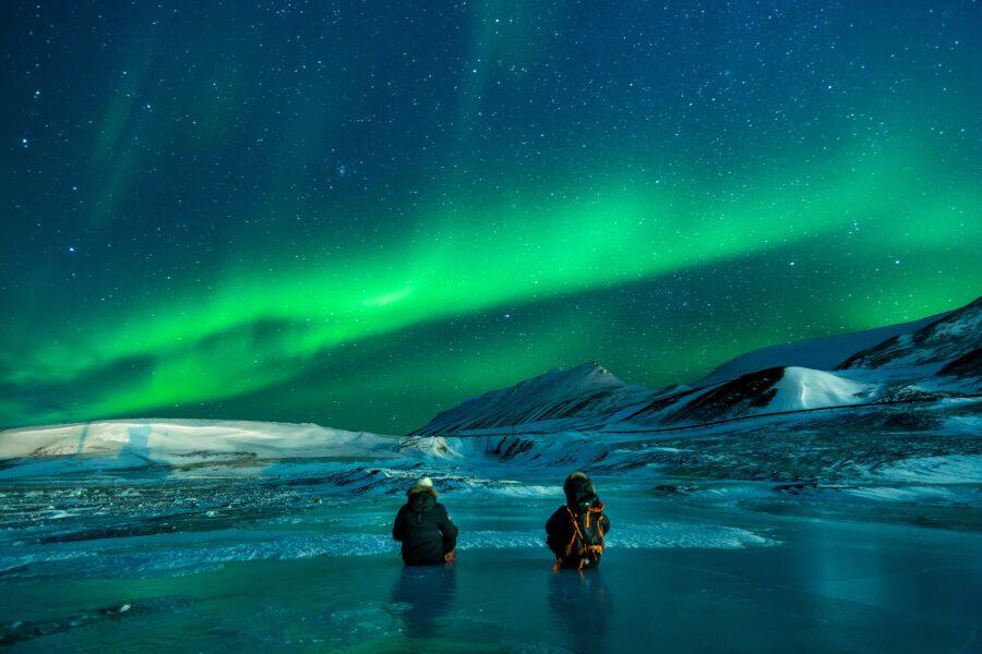 Jak powstaje zorza polarna?